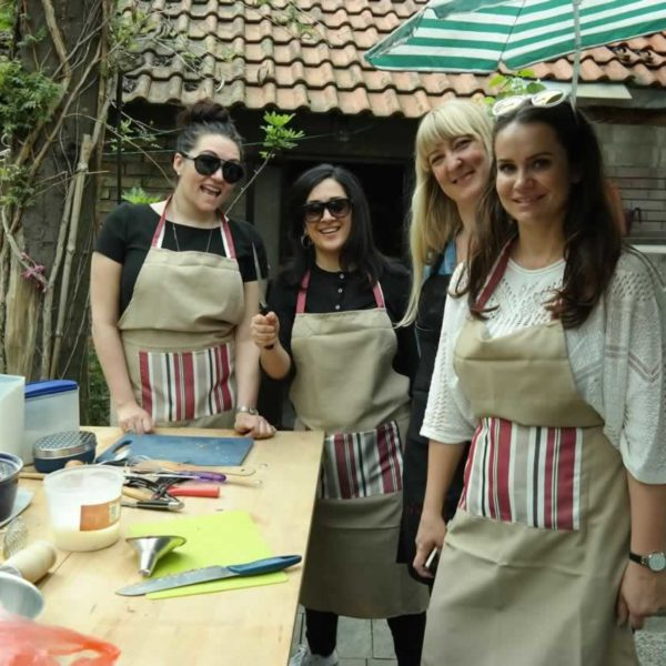 Girls go cooking!